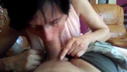 Mia moglie mi succhia fino all'eiaculazione
