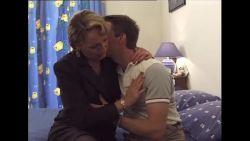 Milf baise son fils sans pression