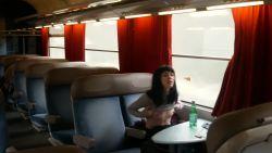 Anna furiosa suce son copain dans le train